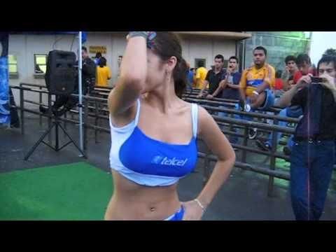 Chica Telcel batiendo el culo