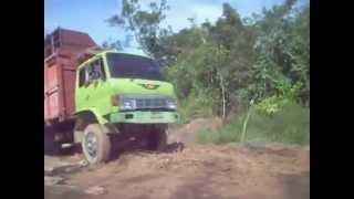 Video Video Lucu Ketika Ban Mobil Truk Terlepas (Koplak!!!) MP3, 3GP, MP4, WEBM, AVI, FLV Mei 2018