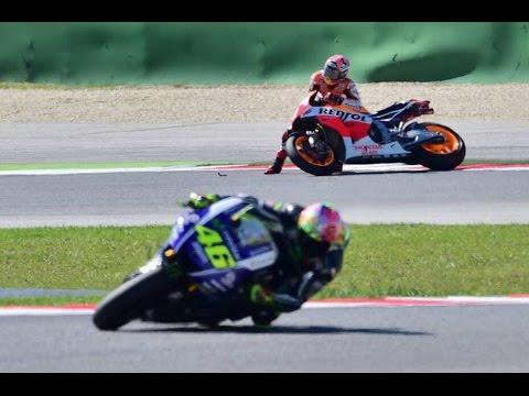 motogp argentina 2015 - rossi supera marquez che alla fine cade