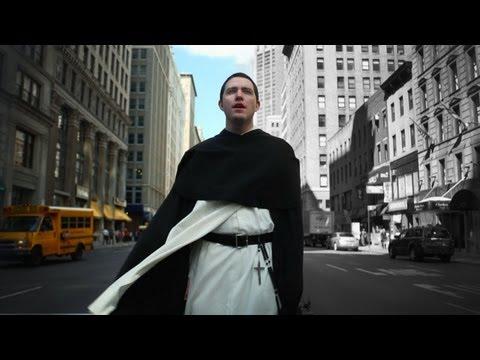 [VIDEO] Un religioso sorprende cantando en las calles de Nueva York