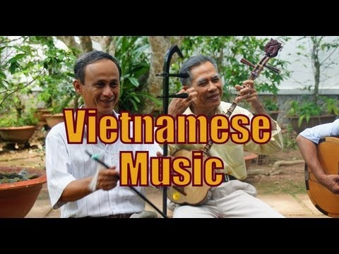 nhac cai bien - While taking a boat tour along the Mekong Delta, in the southern region of Vietnam, we were treated to some wonderful traditional Vietnamese singing and Viet...