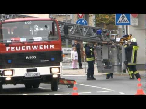 Korbach: Mit Drehleiter Notarzt unterstützt
