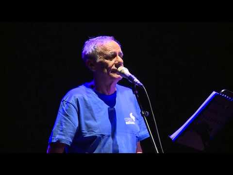 """Roberto Vecchioni """"tra musica e parole"""" al teatro Petrarca: concerto per l'autismo"""