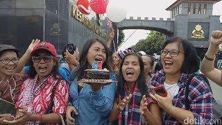 Berita Terbaru 5 Juli 2017 - 'TERHARU' Ahok Dapat Kado Ultah Istimewa dari Para Pendukungnya di Mako Brimob Kado Ultah Ahok Dikumpul di Pos Jaga Mako Brimob ...