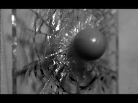 Un cristal rompiéndose a 10 millones de fotogramas por segundo