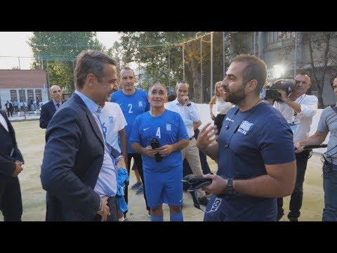 Συνάντηση Μητσοτάκη με την εθνική ομάδα ποδοσφαίρου τυφλών
