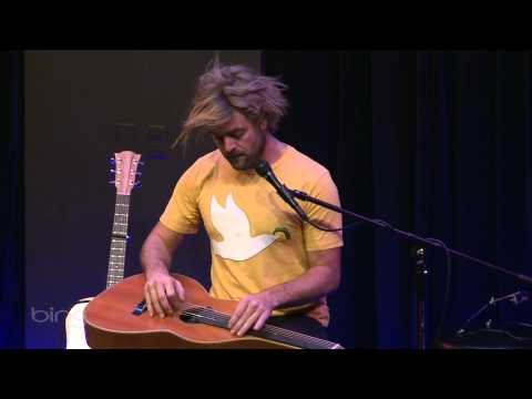 andgoes - May 6, 2011 - Xavier Rudd performs
