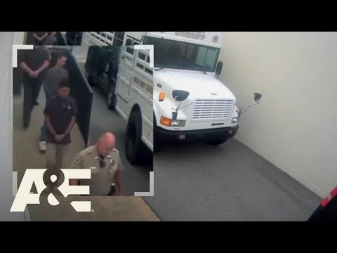 Court Cam: Man Escapes Courthouse In Handcuffs (S3) | A&E