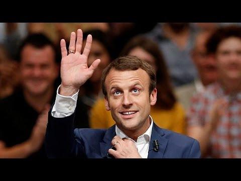 Γαλλία: Παραιτήθηκε ο υπουργός Οικονομίας Εμμανουέλ Μακρόν – Αντικαταστάτης του ο Μισέλ Σαπέν