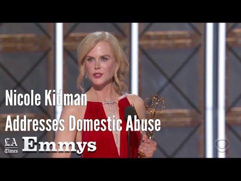 """نيكول كيدمان بعد فوزها بجائزة """"إيمي"""": العنف المنزلي مرض معقد محاط بالسرية والعار"""