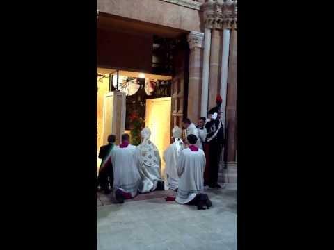 Perdonanza 2013: apertura della Porta Santa