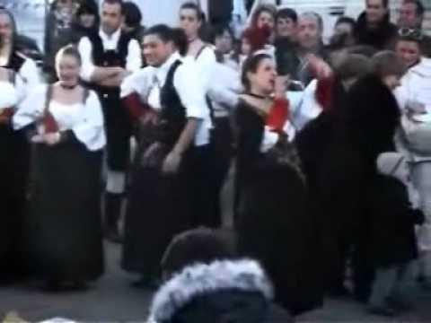 """Il gruppo """"U Cirnicchiu"""" al festival del folklore"""