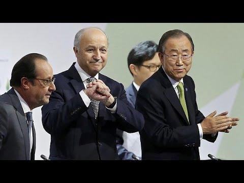 COP 21: Ο Λοράν Φαμπιούς παρουσίασε την τελική συμφωνία