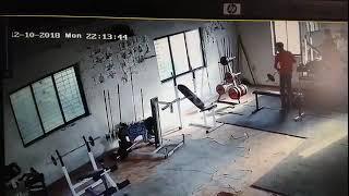 """""""Koksu"""" na siłowni i jego nowatorska metoda ćwiczeń na ławeczce"""