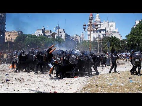 Αργεντινή: Άγριες συγκρούσεις λόγω της μεταρρύθμισης Μάκρι