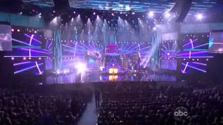 "American Music Awards 2011 David Guetta feat. Nicki Minaj - ""Sweat"" / ""Turn Me On"" / Super Bass"""