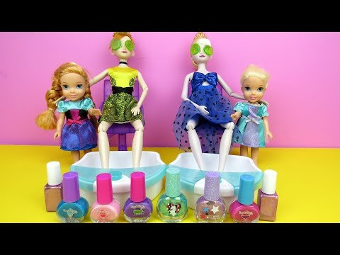 Hair salon - SPA ! Elsa and Anna toddlers at beauty salon -  Barbie is hair stylist - nails painting - shopping