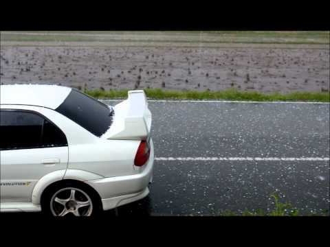 「[自然]これはガチ恐怖。ゴルフボール大の「雹(ひょう)」が降る日本。」のイメージ