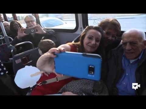 86歲阿伯今天最後一次搭這輛載了他60年的公車,結果一踏上去就看到他從沒想過會看到的景象…