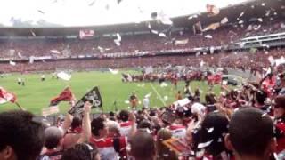 Entrada do Flamengo ao campo de jogo, festa da torcida do Mengão é de arrepiar, não importa onde estejas, sempre estarei contigo, vai começar a festa. Andrad...