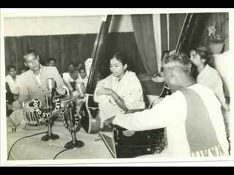 MALINI RAJURKAR - Raga Kalavati UT. SHAIK DAWOOD Tabla Part I
