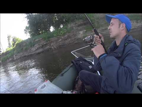 ловля с лодки на реке ока