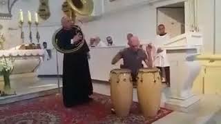 Duchowni z Lasku Bielańskiego chcieli w ten sposób uczcić pamięć wokalistki, która odeszła w zeszłą sobotę.