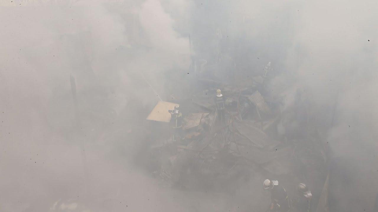 Φωτιά σε μεγάλη αποθήκη ξυλείας  στο Νέο Κόσμο