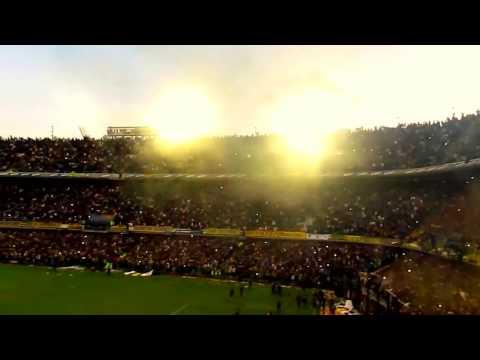 La Gloriosa N°12 - bengalas de humo. - La 12 - Boca Juniors - Argentina - América del Sur