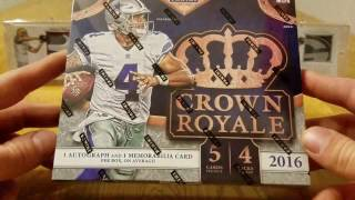 2016 Panini Crown Royale Football Retail Box. 1 Auto and 1 Mem...