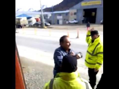 Transportista agredió a inspectores en control de tránsito