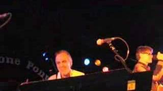 Glen Burtnik and Bob Burger perform their song Little Suzie (also performed by styx) live at the Stone Pony 3/08