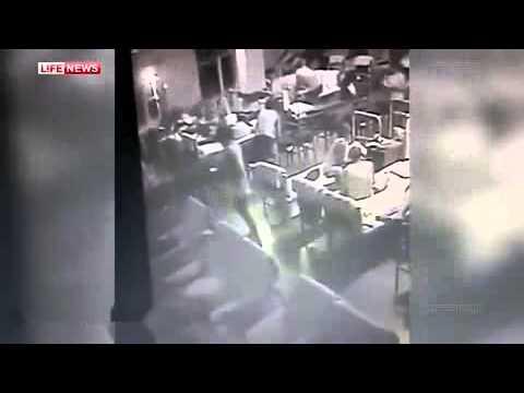 Момент обрушения казармы 242 учебного центра ВДВ