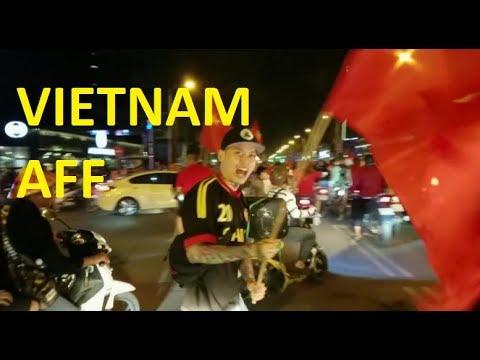 Sài Gòn Nổ Tung - Việt Nam vào Chung Kết AFF 2018 (Andy Vu Cầm Cờ) - Thời lượng: 18 phút.