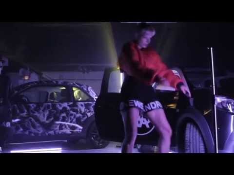 ANDREA CREWS FW15/16 PARIS FASHION WEEK видео