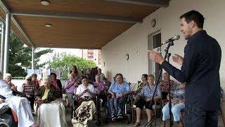 Seniory potěšily písně Karla Gotta