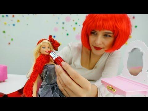 Видео для девочек про кукол и игры Барби. Барби встречает год петуха 2017. Детские игрушки на #ютуб (видео)
