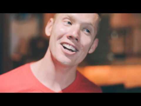hình Video DJ - Anh Tây Đẹp Trai Hát Mình Yêu Nhau Đi Quá Chất