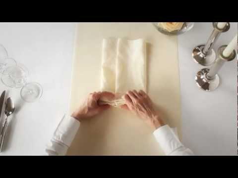 Нужна торжественная сервировка стола? Тогда оригинальный способ сворачивания салфеток для Вас!