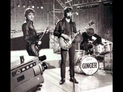 Tekst piosenki Bee Gees - Close another door po polsku