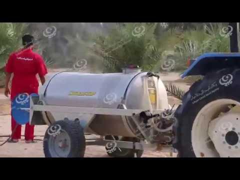 بلدي إجخرة يواصل حملة رش النخيل لمكافحة الحشرة القشرية الحمراء داخل مزارع البلدية
