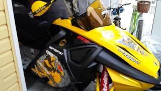 7. 2007 Ski-doo MXZ Renegade x 1000 dsi start up