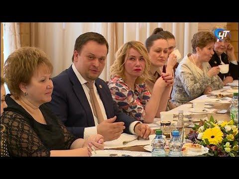 Андрей Никитин провел традиционную встречу с представительницами разных профессий
