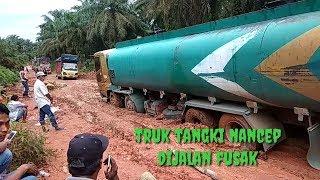 Video Strait tank trucks on damage road MP3, 3GP, MP4, WEBM, AVI, FLV Agustus 2019
