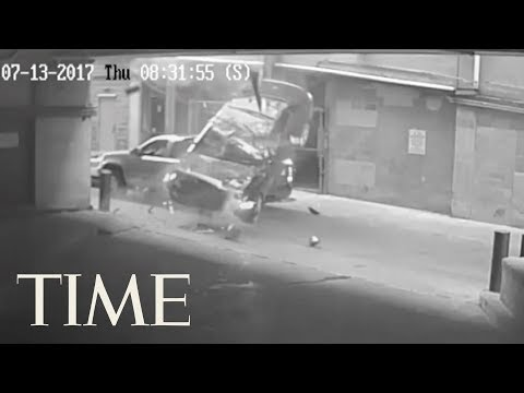 Watch A Car Fall 7 Stories From A Texas Parking Garage | TIME
