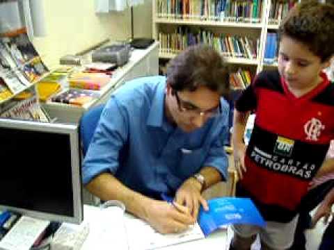 Ricardo Brandes autografando no SESC - Brusque, SC