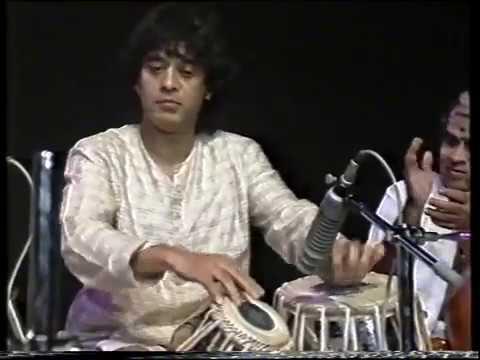 Video Ustad Zakir Hussain solo download in MP3, 3GP, MP4, WEBM, AVI, FLV January 2017