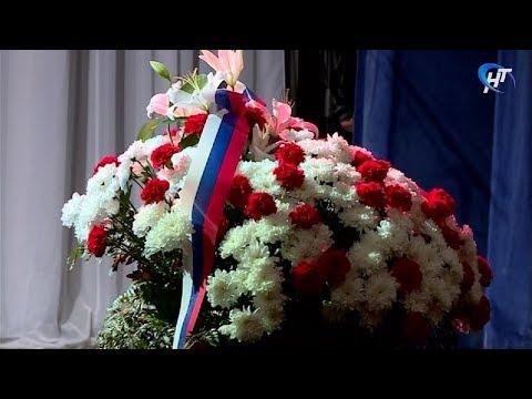 Новгородцы вместе со всей страной отмечают День государственного флага