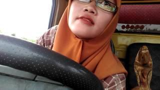 Video Sopir wanita truk canter area lampung timur ditengah perkebunan nanas MP3, 3GP, MP4, WEBM, AVI, FLV Maret 2018