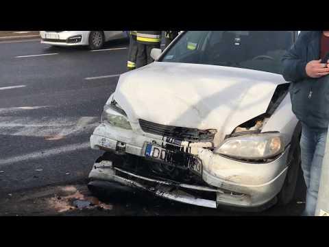Wideo: Wypadek dwóch pojazdów na skrzyżowaniu Ścinawska z DK 3 w Lubinie